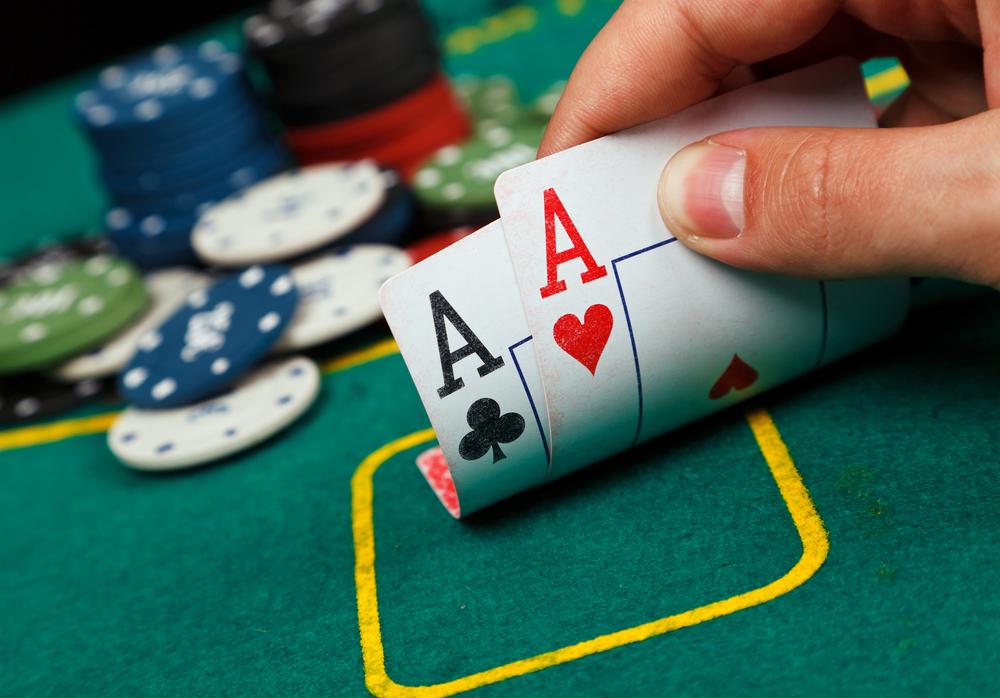 Where can a beginner play poker?